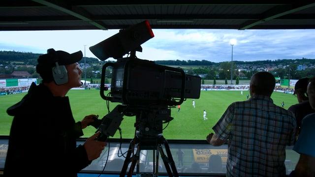 Kameramann im Fussballstadion in Wohlen