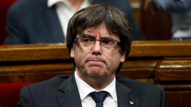 Carles Puigdemont durant la sesida dal parlament regiunal.