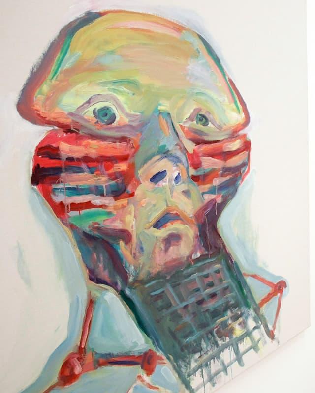 Man sieht die Gemälde «Sprachgitter» und «Trauer» von Maria Lassnig. Ein Mann hat ein Gitter vor dem Mund.
