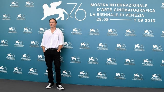 Joaquin Phoenix auf dem roten Teppich in Venedig.