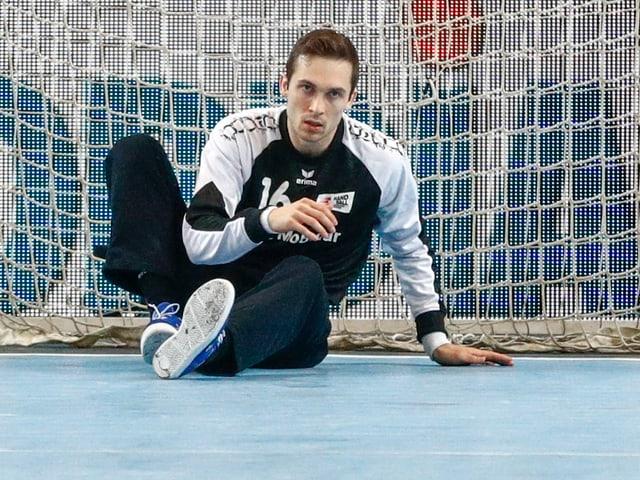 Goalie Nikola Portner