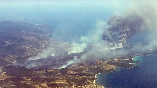 La Côte d'Azur ord l'aria, ins vesa incendis.