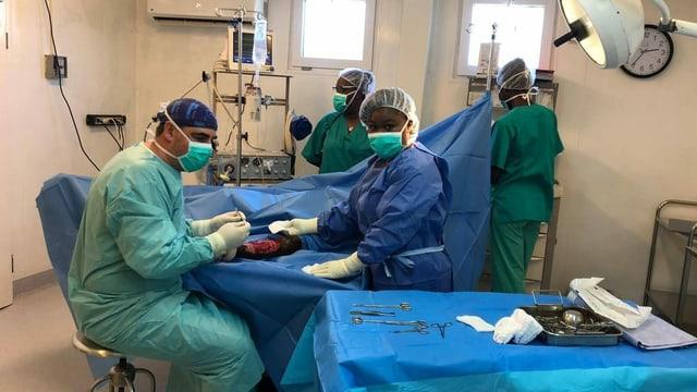Thomas Schäfer im Operationssaal im Spital von Tabarre, Haiti.