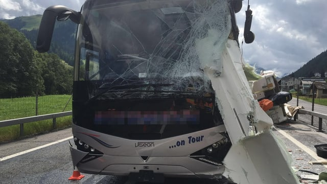 Il bus ha in donn total.