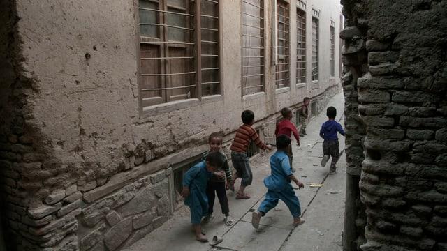 Spielende Kinder in Afghanistan