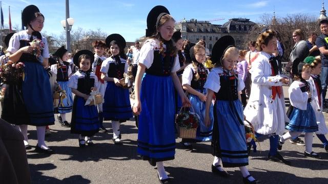 Mädchen am Kinderumzug des Sechseläuten.