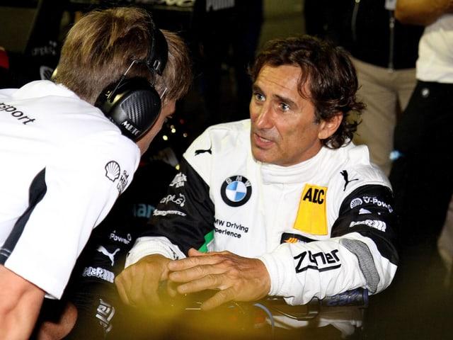 Alessandro Zanardi (rechts) sitzt in einem DTM-Wagen