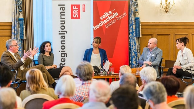 Christoph Brutschin, Tanja Klöti, Moderatorin Rahel Walser, Stefanie Klär, Mathias Böhm