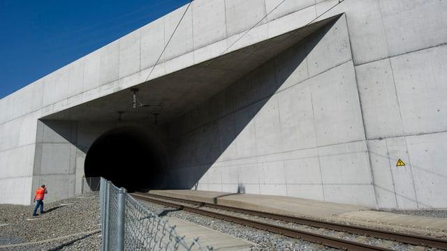 Die Einfahrt zum Lötschberg-Basistunnel nach Visp im Wallis.
