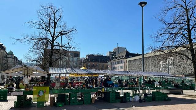 Blick auf den Markt in Zürich-Oerlikon