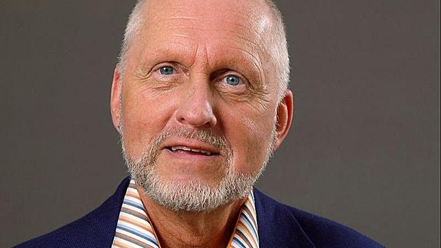 Porträtbild von Udo Rauchfleisch, er ist Professor für Psychologie an der Universität Basel und Psychotherapeut