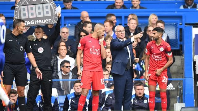 Coach Ranieri wechselt Slimani und Mahrez gegen Chelsea ein.