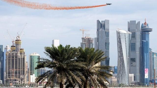 Hochhäuser und Baustellen in Katar.
