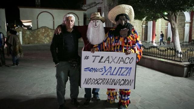 Einwohner von Aparicios Geburtsort Tlaxiaco protestieren in der Oscar-Nacht gegen Diskriminierung.