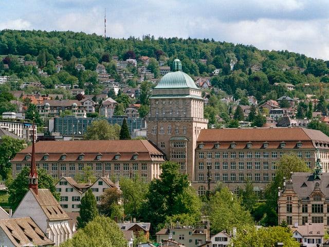 Blick aufs Uni Hauptgebäude