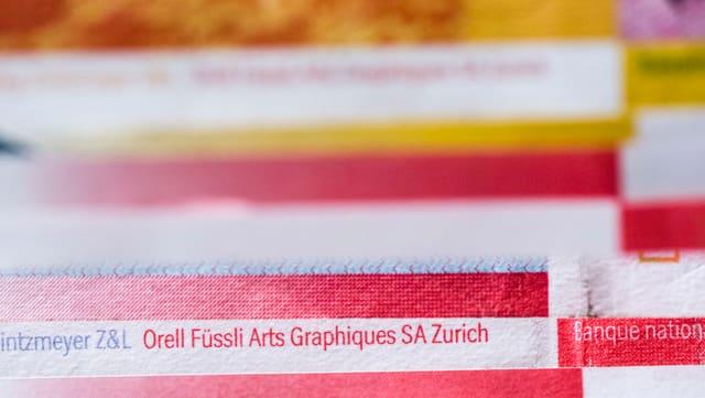 Nahaufnahme von Geldnoten, Orell Füssli Arts Graphiques SA Zurich ist darauf zu lesen.