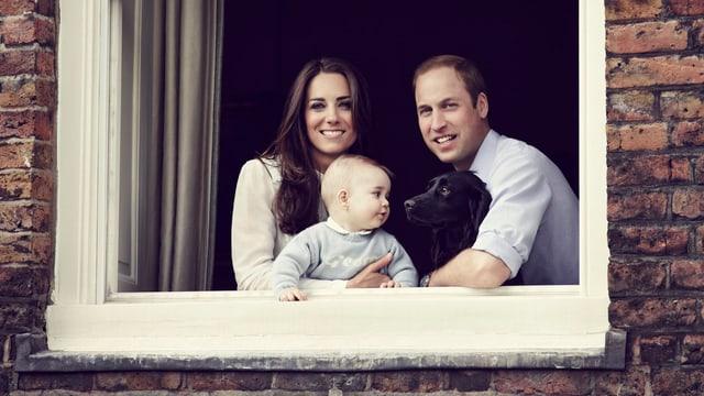 Herzogin Catherine und Prinz William mit ihren beiden Rackern: Baby George und Hund Lupo