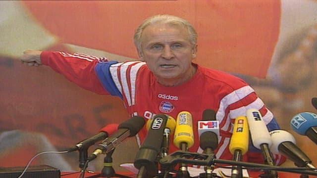 Trappatoni und sein berühmtes «Ich habe fertig» an einer Bayern-Medienkonferenz 1998.