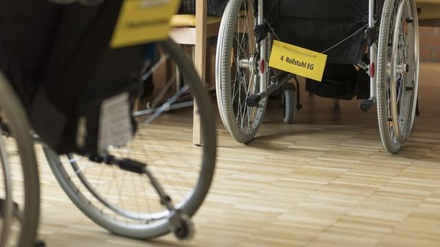 Rollstühle in Altersheim