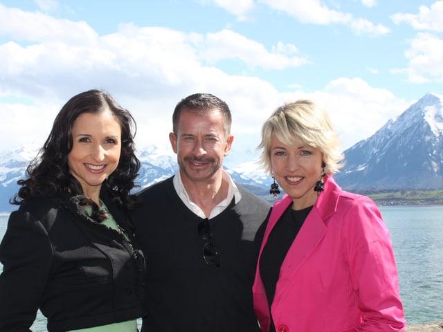 Leonard mit Anita und Alexandra Hofmann auf Schloss Schadau.