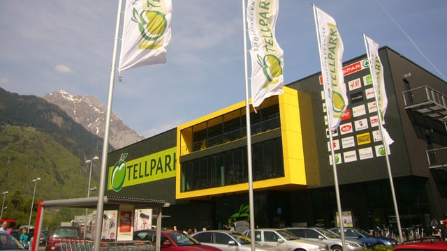 Aussenansicht des Shoppingcenters Tellpark