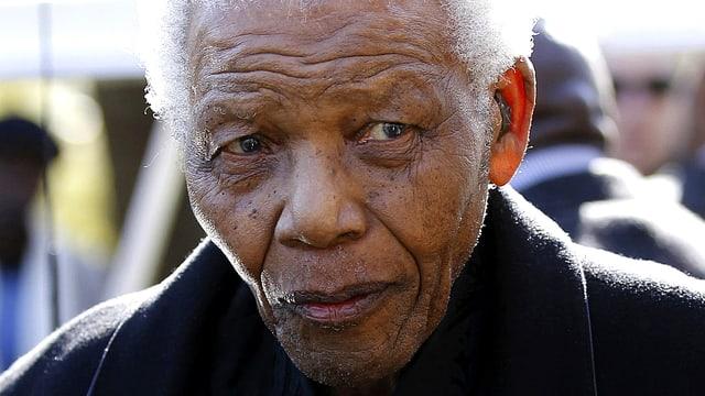 Portrait von Nelson Mandela mit stark eingefallenem Gesicht.