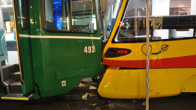 Trams ineinenader verkeilt