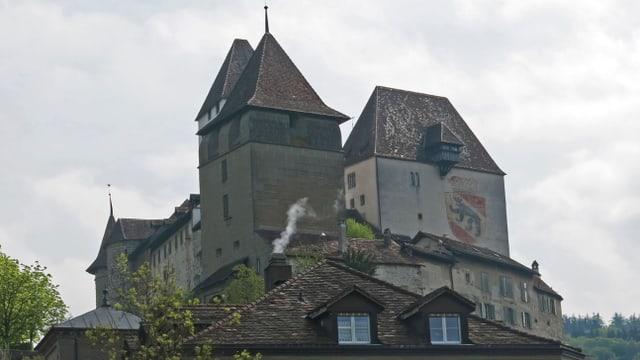 Aussenansicht eines Schlosses.