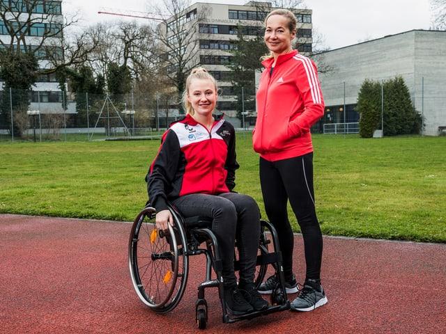 Susanne-Marie Wrage als Sporttrainerin Isabelle, Annina Euling als Nachwuchstalent Elodie.