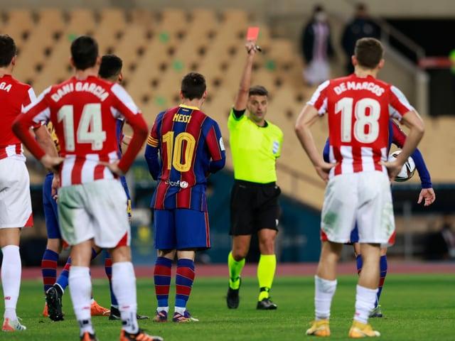 Lionel Messi sieht im 753. Spiel mit Barça die Rote Karte.
