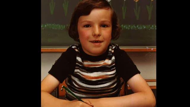 Dani Fohrler als Kind mit Stift in der Hand.