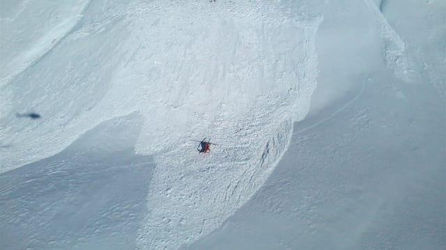 In helicopter sgola sur ina lavina al Piz Daint
