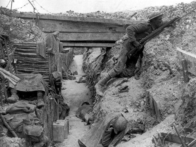 Soldaten in einem Schützengraben an der Westfront.