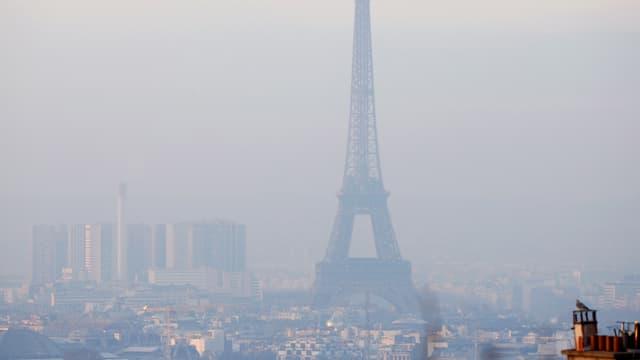 La citad da Paris en tschajera - la citad è anc adina mira dad attatgas da terror.
