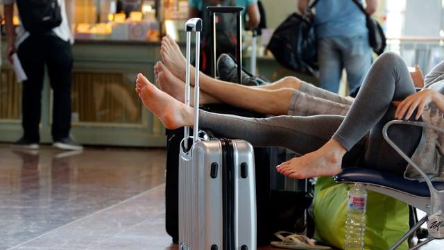 Gestrandete Passagiere in Frankreich aufgrund eines Streiks der Fluglotsen.