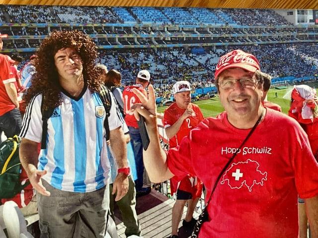 Orlando Cathomas en in stadion da la Brasilia dasperas in fan da Argentina.