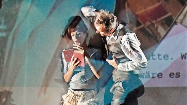 Homo faber und Sabeth liegen. Sie liest in einem Buch.