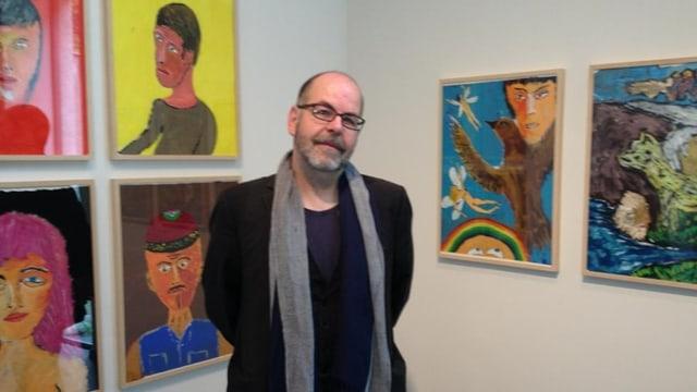 Museumsdirektor Markus Landert stellt Werke von psychisch gestörten Künstlern aus.