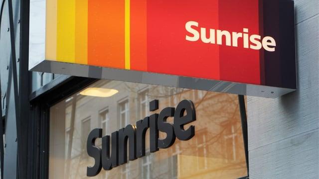 Sunrise-Logo an einem Shop des Telekomanbieters