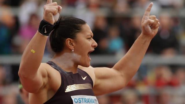 Olympiasiegerin Valerie Adams siegte mit Jahresweltbestleistung.