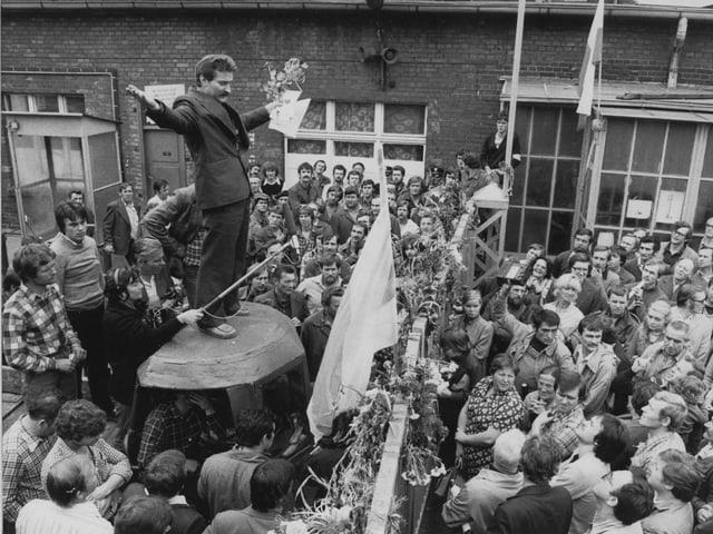 Lech Walesa spricht zu Streikenden in der Danziger Lenin-Werft