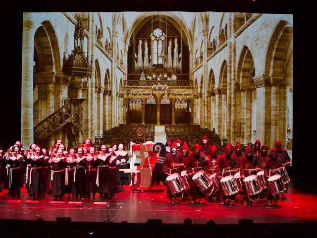 Im Jahr 740 wurde Basel zur Bischofsstadt, auf die Bühne gebracht von den «Basler Dybli»