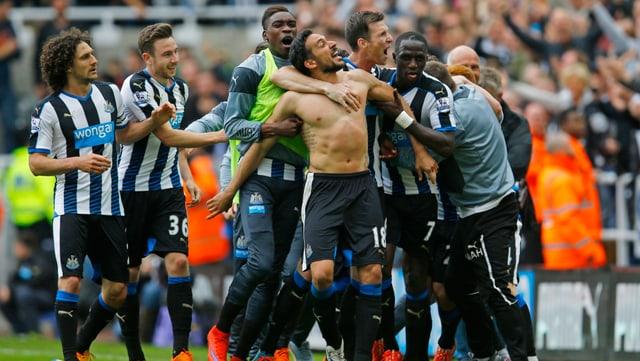 Newcastles Spieler jubeln.