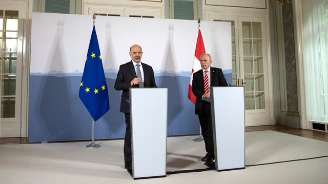Pierre Moscovici ed Ueli Maurer tar la conferenza da medias
