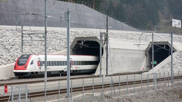 In tren da persunas durant in'emprova ils 14 da november.