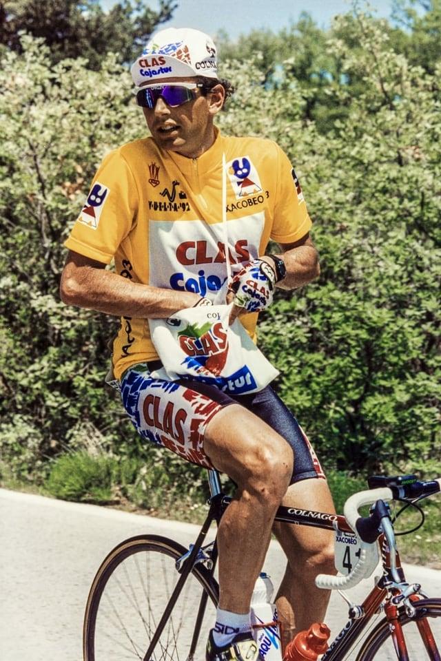 Tony Rominger verpflegt sich 1992 auf der zweitletzten Vuelta-Etappe.