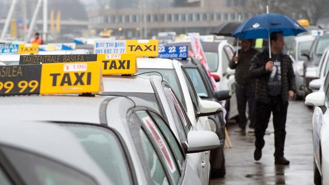 In Bern protestieren Taxifahrer gegen «Uber»