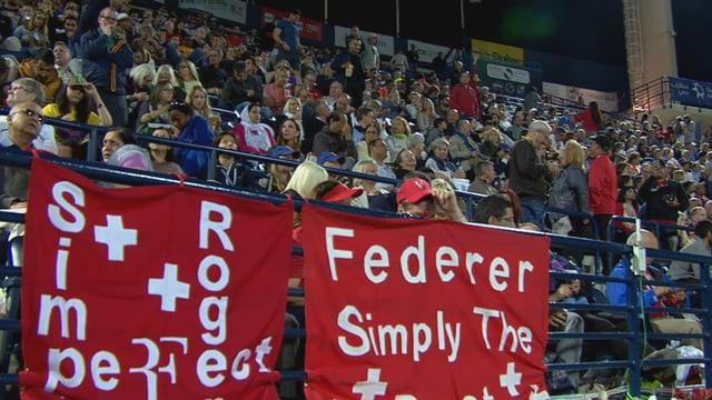 Federer-Transparente auf der Tribüne.