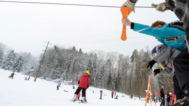 Kinder im Schnee am Pony-Ski-lift