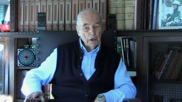Er ehemalige SS-Offizier Erich Priebke 100-jährig in einem Video, er verstarb kurz danach.